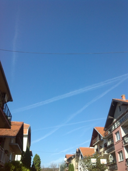 Chemtrails above north of Nis, Serbia